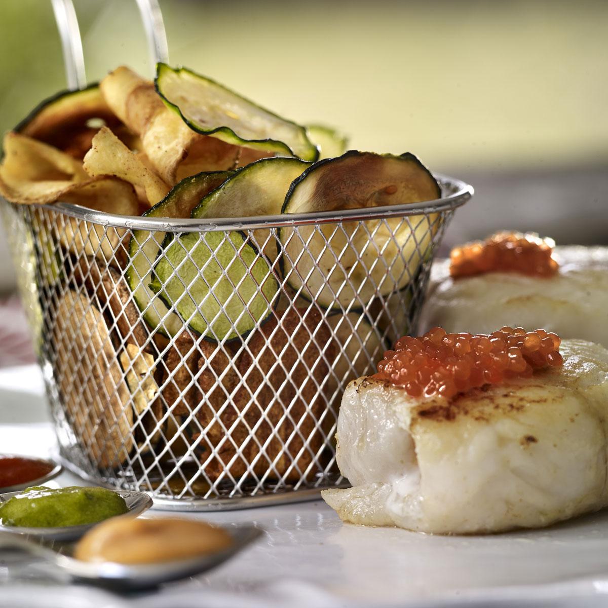 Recetas De Cocina Con Calabacin | Merluza Confitada Con Chips De Calabacin Escuela De Cocina Telva