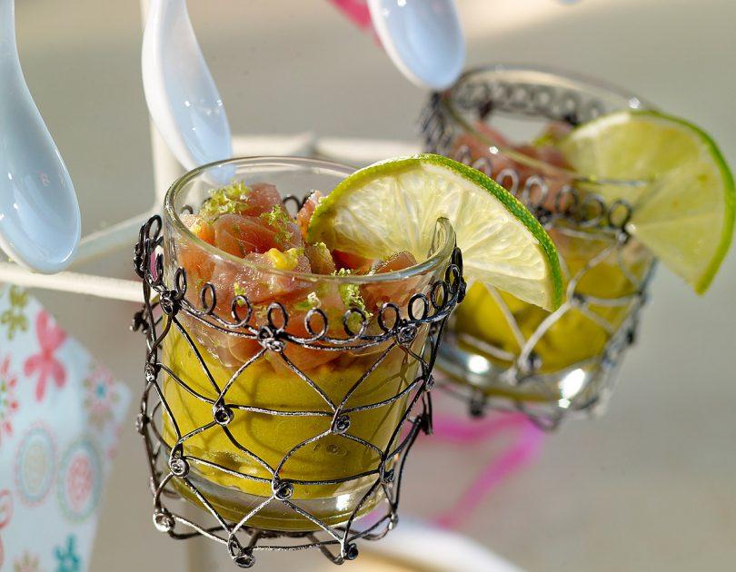 Tartare de atún rojo sobre guacamole