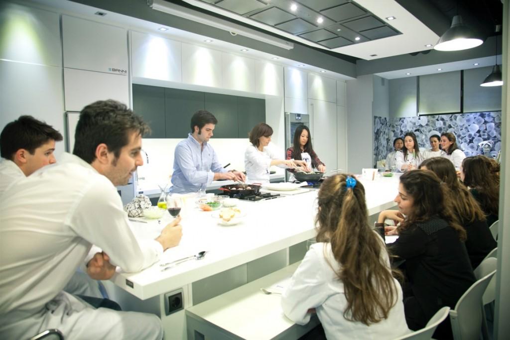 Nuevo curso en la escuela de cocina telva ses san mart n for Escuela de cocina