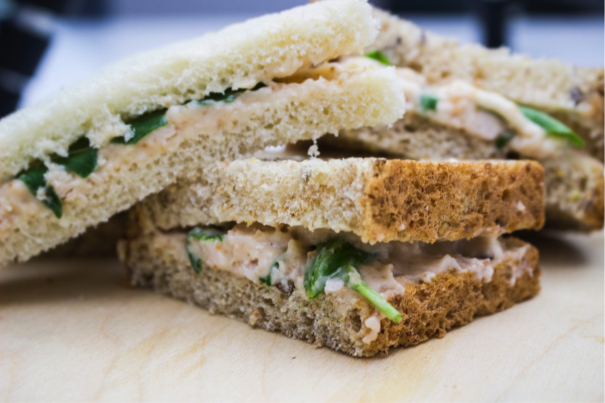 Sandwich De Pollo Y Rúcula Con Membrillo Y Ali Oli Sesé