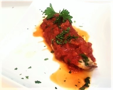 Caballa con salsa de tomate