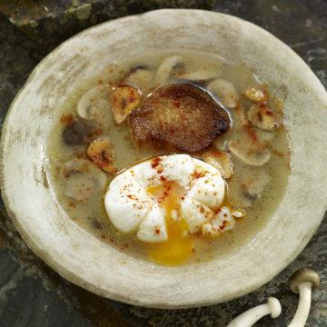 escuela de cocina telva-recetas telva-sopa de ajo con setas