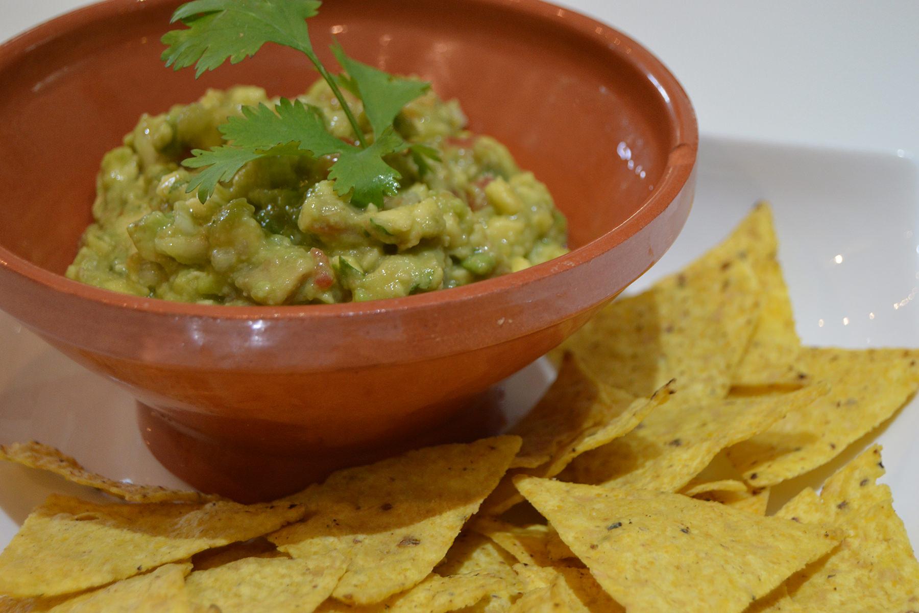 Guacamole con nachos - Receta TELVA - Escuela de Cocina TELVA