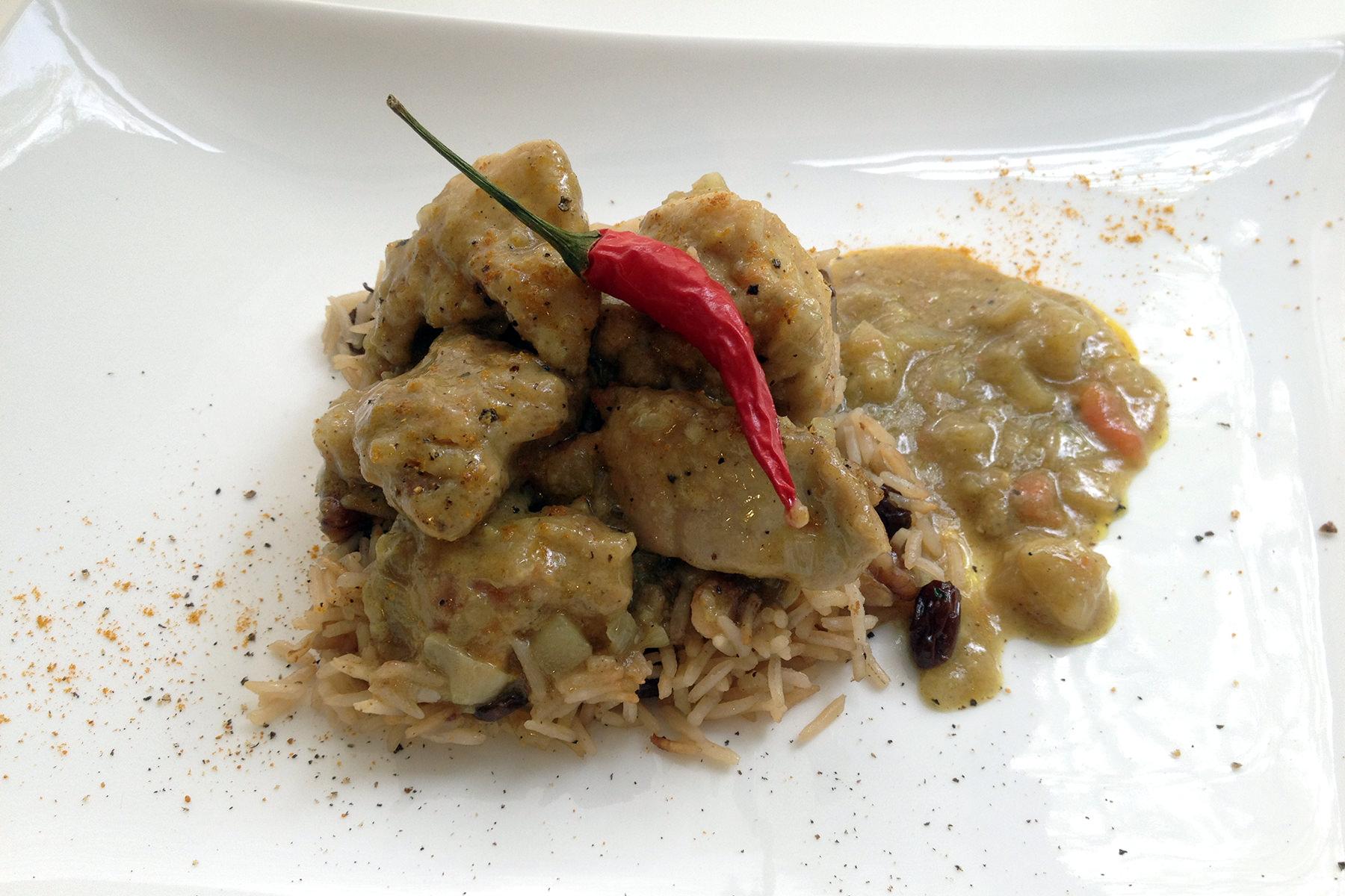 Curso de técnicas intermedias de la Escuela de cocina TELVA - Programa - Pollo al curry
