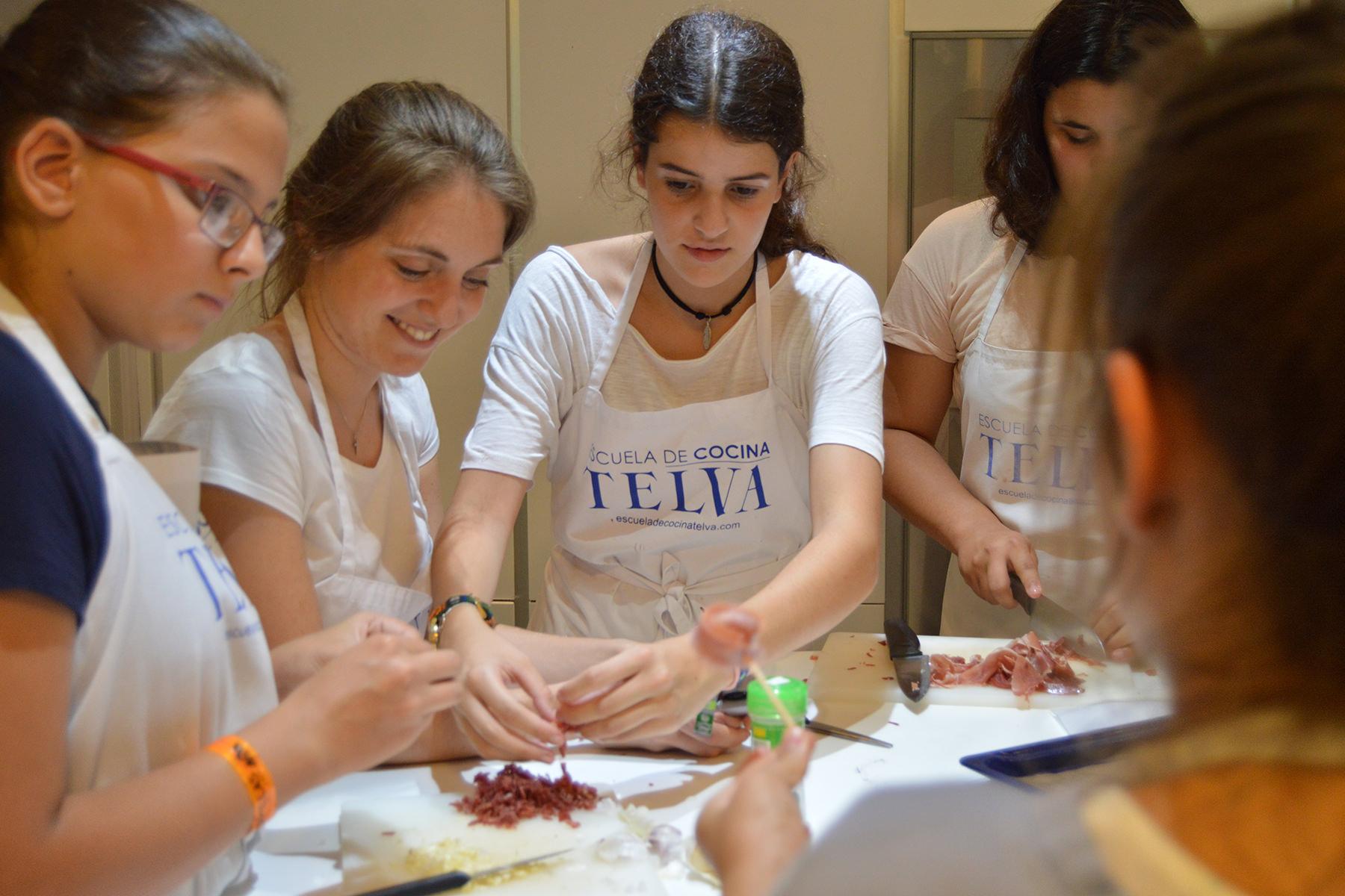 Campamentos-Teens-Cursos-monográficos-de-la-Escuela-de-cocina-TELVA