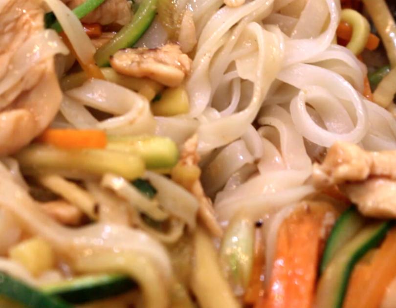 Wok de tallarines pollo y verduras