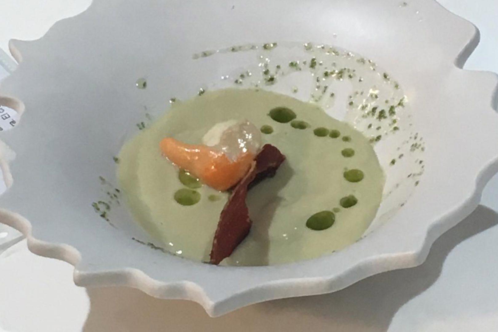 Crema de alcachofas con vieiras y jamón