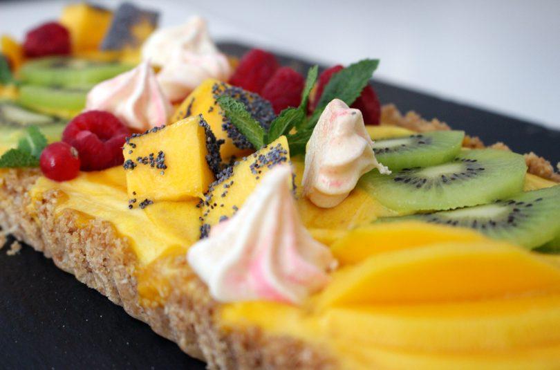 Tarta de mango, coco y lima