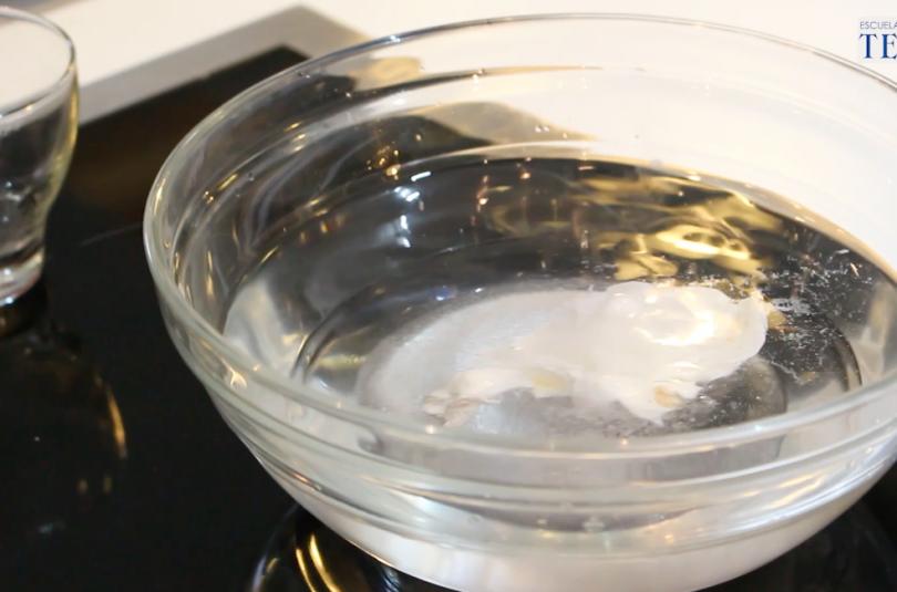 Como hacer un huevo escalfado Escuela de Cocina TELVA Recetas