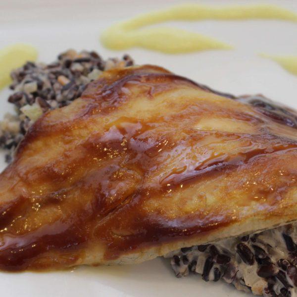Lubina glaseada con salsa Hoisin coulis de azafran y cremoso de venere Escuela de Cocina TELVA