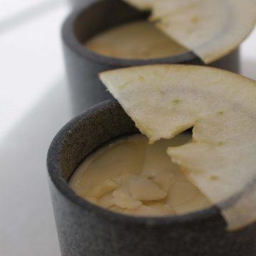 Ajoblanco de coco y manzana
