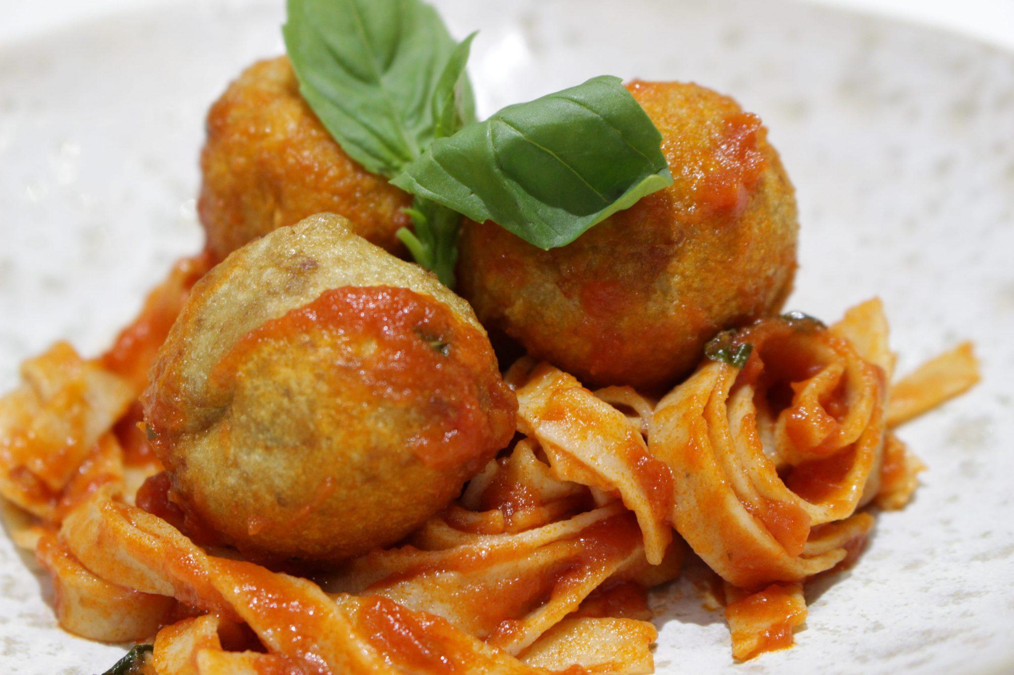 Espaguettis integrales con albóndigas de berenjenas Escuela de Cocina TELVA