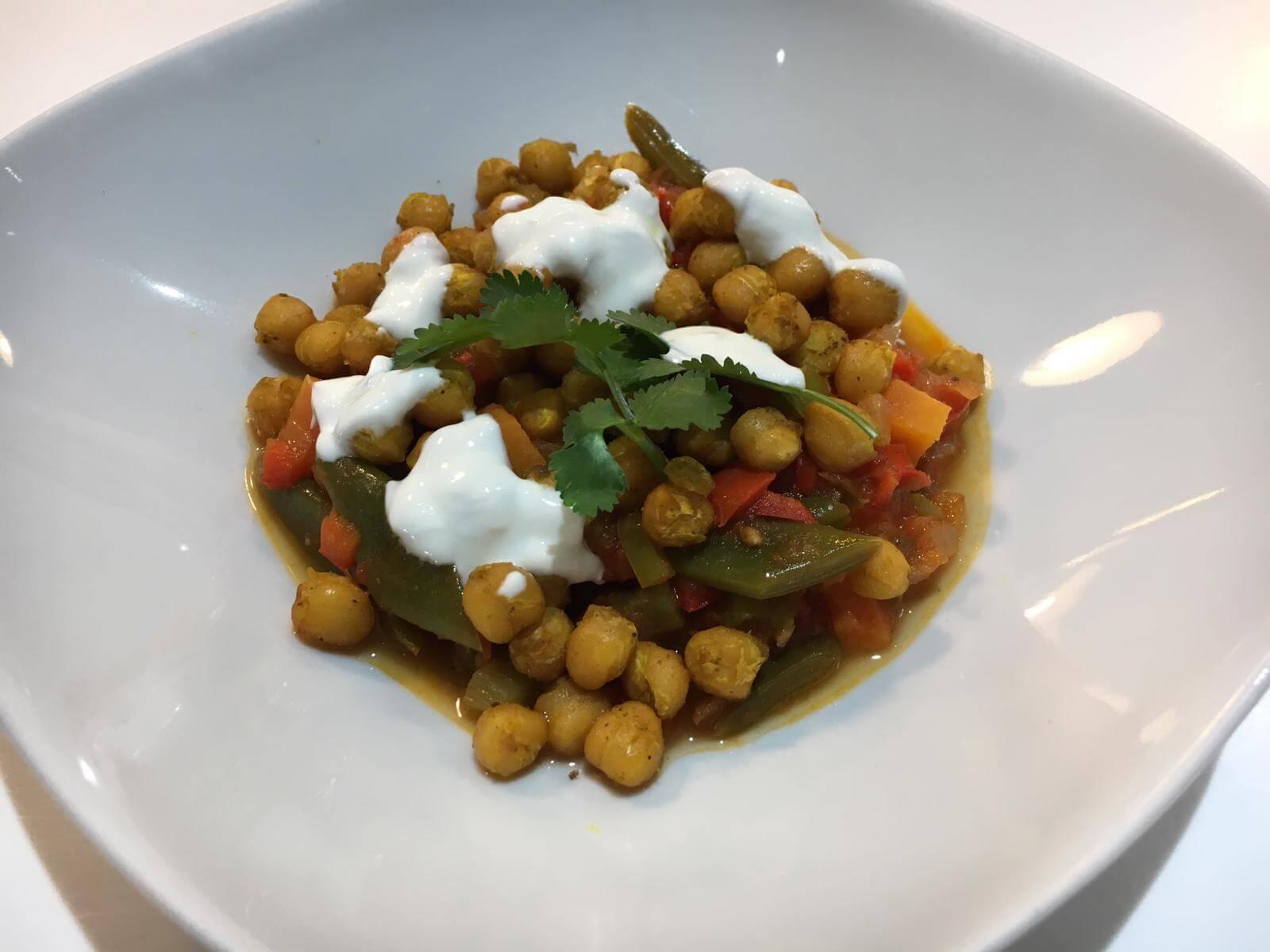 Guiso de garbanzos y verduras al curry Escuela de Cocina TELVA