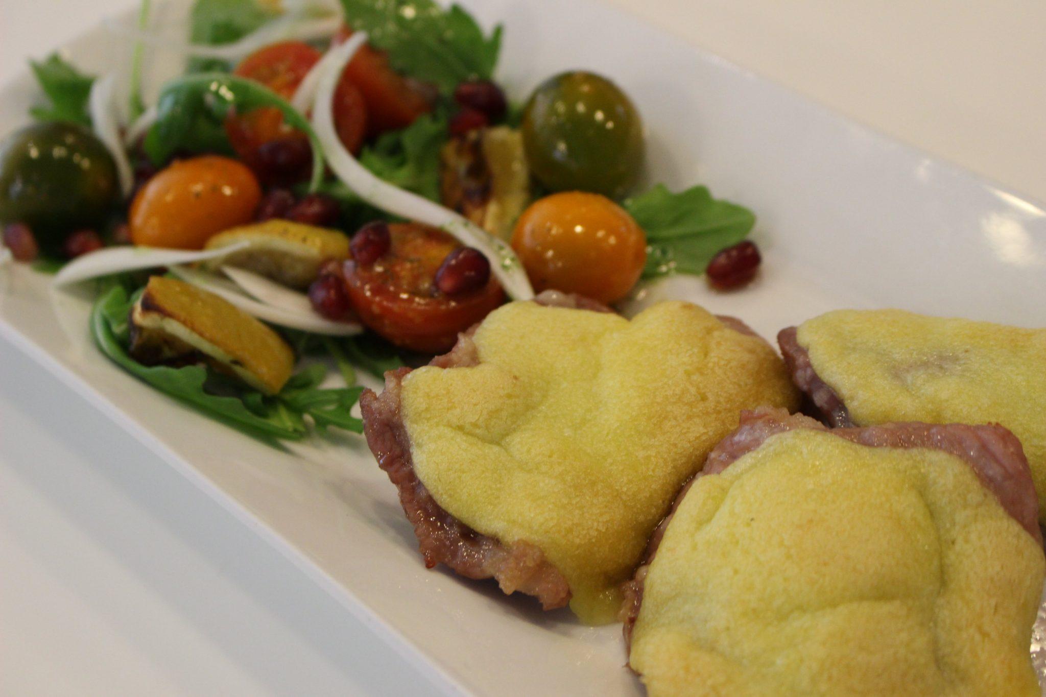 Pluma ibeėrica con ali-oli de romero y ensalada tomates y limones escuela de cocina telva