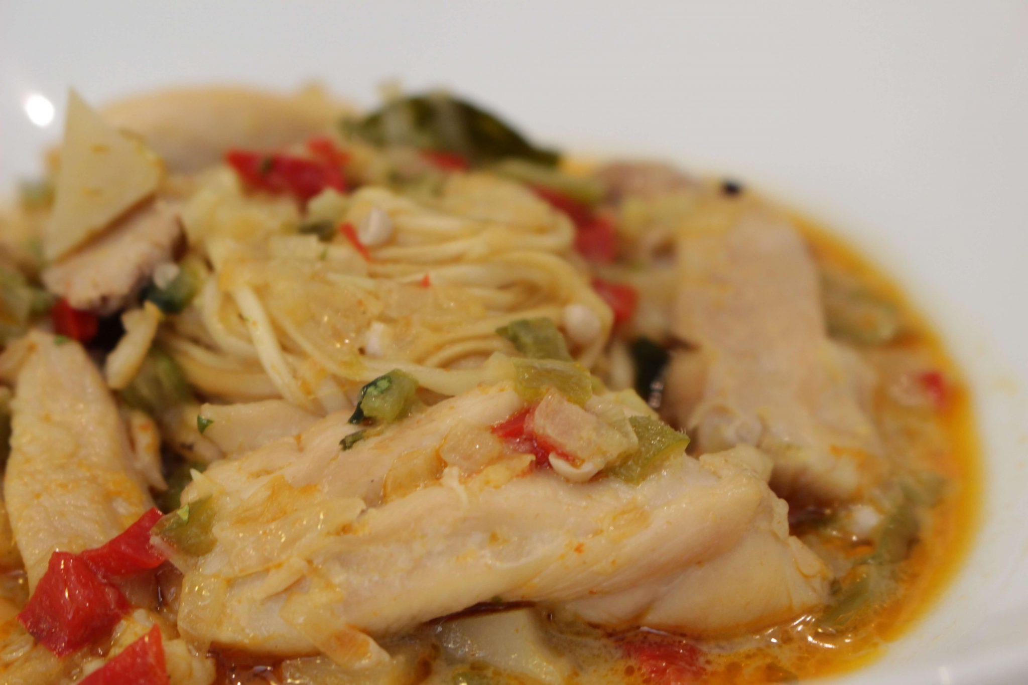 Pollo al curry thay con fideos orientales Escuela de Cocina TELVA