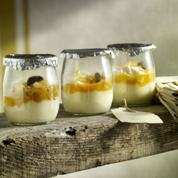 Huevos escalfados con trufa en tarrina de yogur Escuela de Cocina TELVA