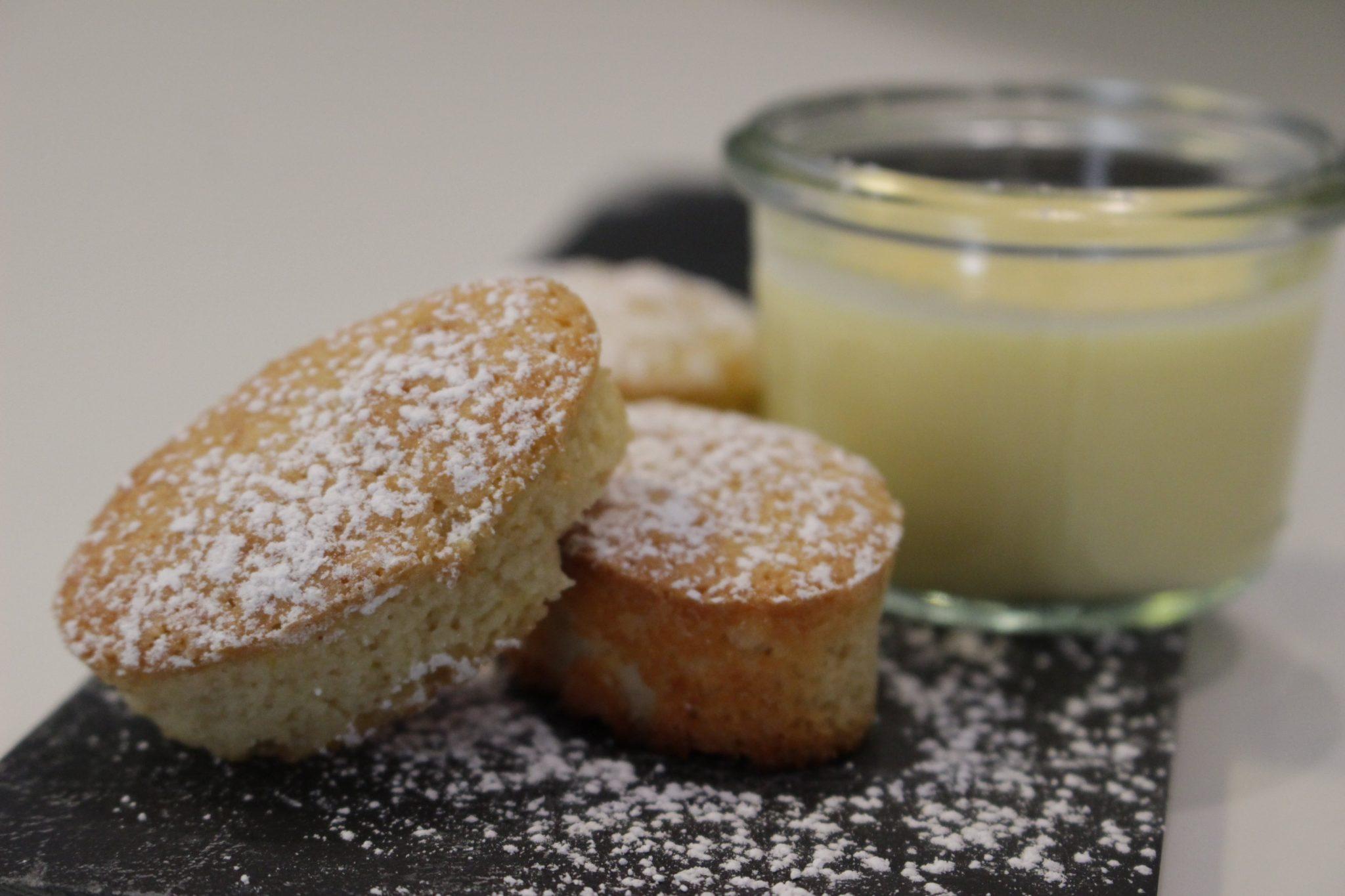 pastelitos de tarta de santiago con crema de orujo
